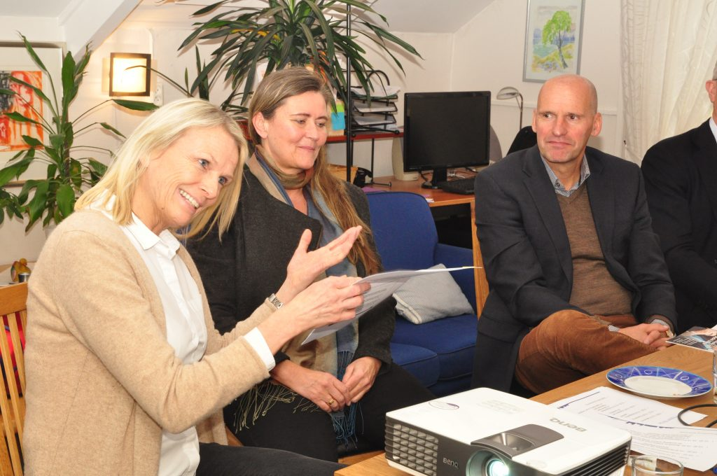 Ullern bydel spesialrådgiver Giske Edvardsen forklarer boligbehovet og boligprosjektene i bydelen. Fotografi: Carolina Malbrán