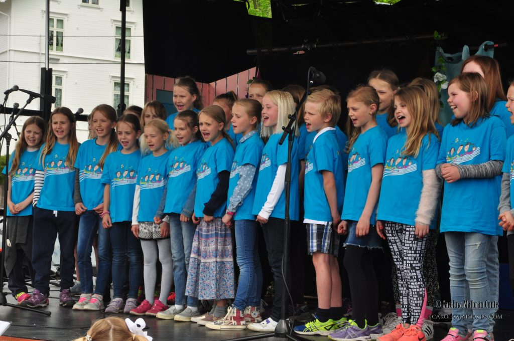 Lilleaker pikekor forførte publikum med talentfull sang.